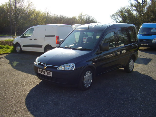 2010 (60) VAUXHALL COMBO - C DISABLED VEHICLE £5,950.00 DIESEL, AUTOMATIC, WHEELCHAIR ACCESSIBLE